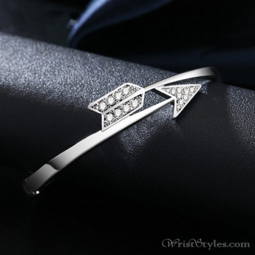 Arrow White Gold Bangle UM870563BA 3